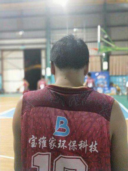 """""""团结拼搏。超越自我""""——记公司员工篮球比赛"""